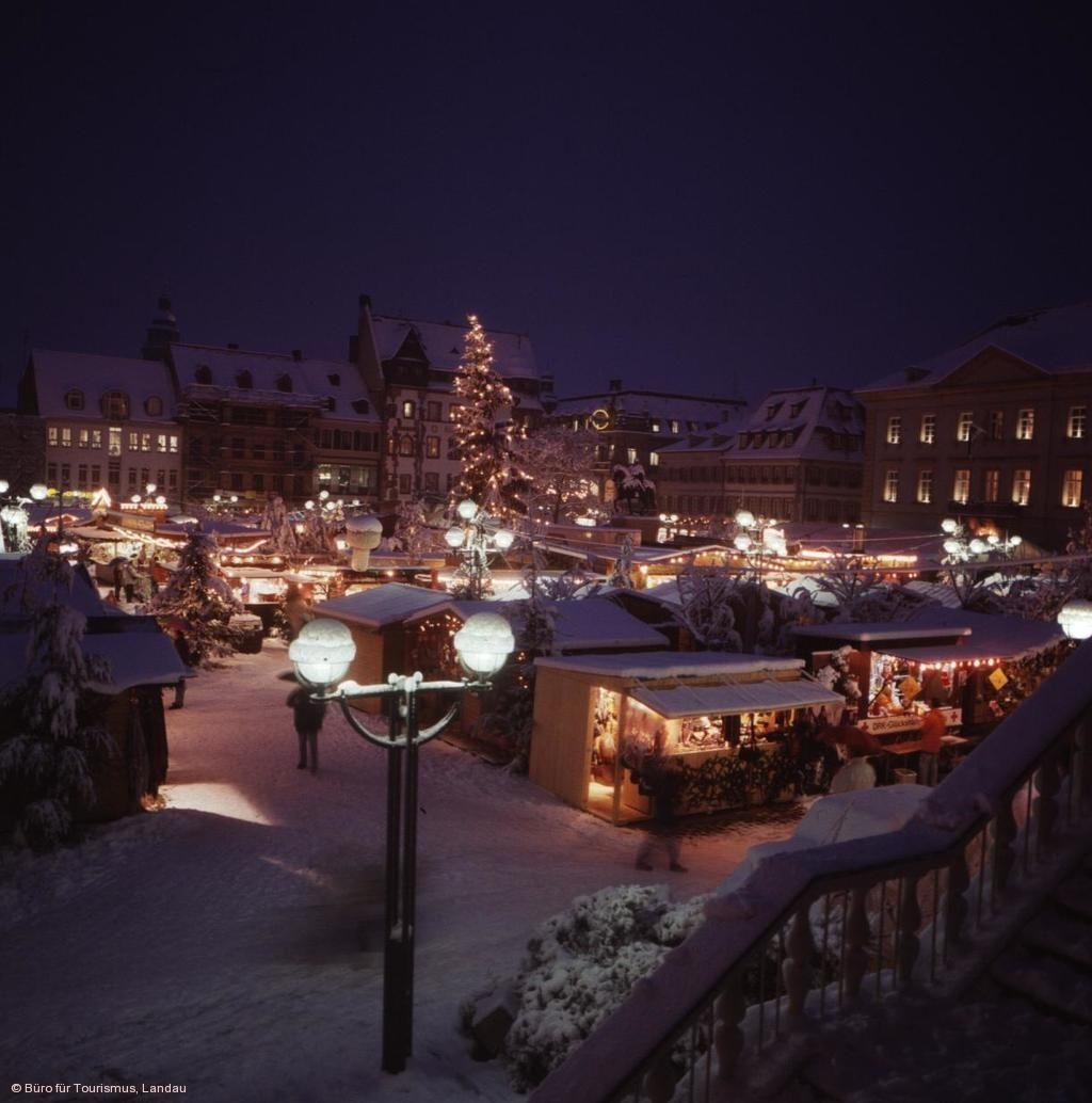 Landau Weihnachtsmarkt.Thomas Nast Nikolausmarkt Landau In Der Pfalz Am 26 11 2020