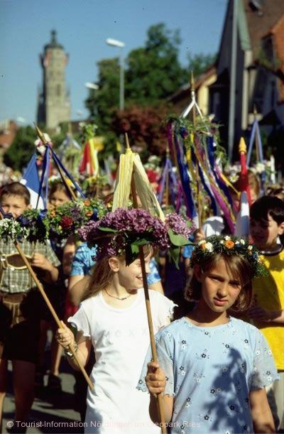"Traditionelles ""Stabenfest"" Nördlingen im Geopark Ries"