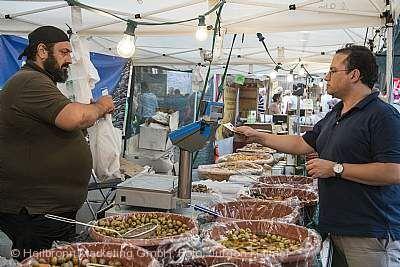 Italienischer Markt mit Sonntags-Shopping Heilbronn