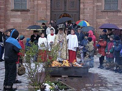 Das wandernde Osterfeuer von Sankt Peter